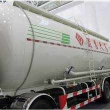 第二屆中國國際商用車展覽車型:宏昌天馬粉粒物料運輸車